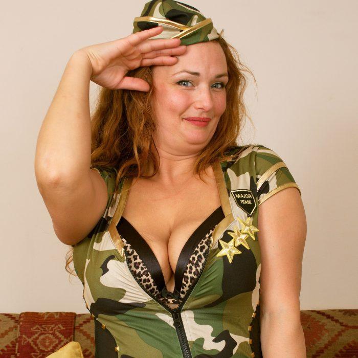 Проститутка в роли военной